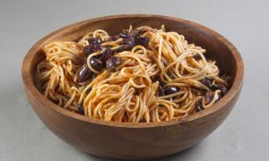 ספגטי ברוטב עגבניות בישול ארוך